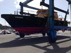 Pilot boat on travel lift
